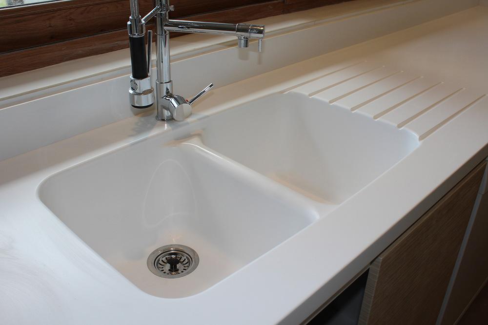 , lavaplatos Staron® integrado y en Muebles de Cocina  Matte Global